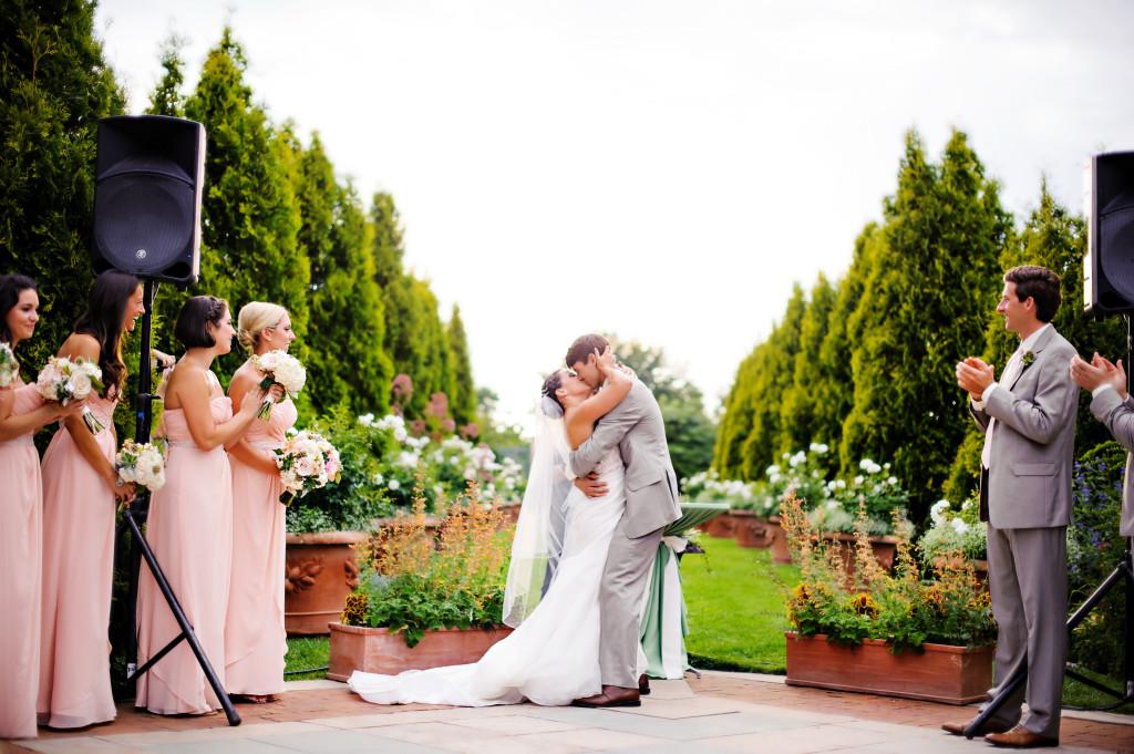 wedding ceremony_kiss_cloud 9