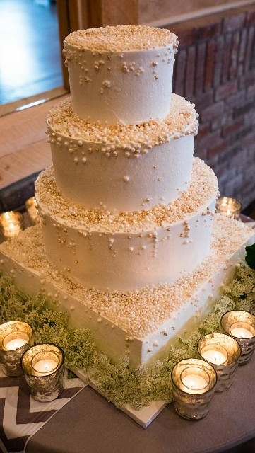 The Makery_wedding cake_pearls_Crooked Willow (361x640)