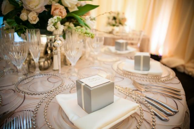 blush reception table_cloud 9_favor box_belmont charger (640x427)