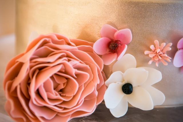 gateaux_wedding cake flowers (640x427)