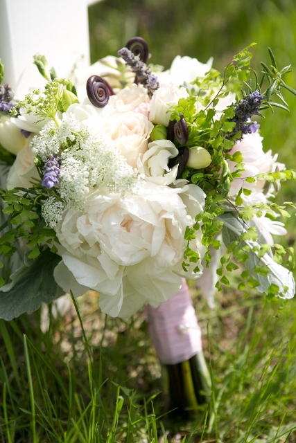 white and green bridal bouquet_ranch wedding_A Design Resource (427x640)